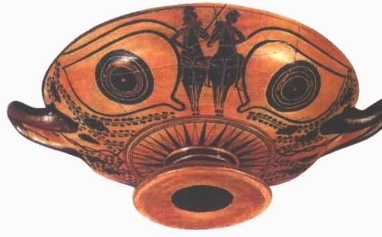 Görög tál, melyre ugyanolyan szemeket festett a készítője, amilyeneket a hajók orrára szoktak