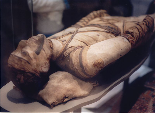 800px-Mummy_at_British_Museum