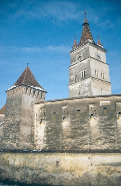 A szászhermányi templomvár homlokzata