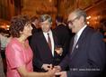 Antall József és felesége köszönti Pongrácz Gergelyt