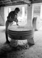 Ma is készülnek malomkövek Sárospatakon