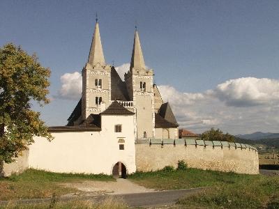 A szepeshelyi prépostsági templom látképe