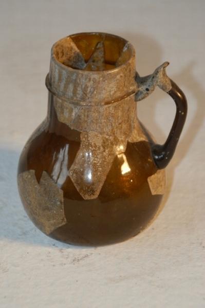 Barna üvegkancsó