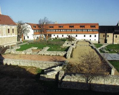 A pécsváradi bencés apátság - Szent Benedek templom romjai