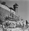 Szovjet egyetemisták dolgoznak a Budai Vár építésénél