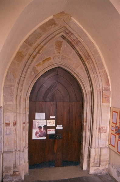 A keszthelyi ferences kolostor késő-gótikus nyugati kapuja