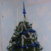 Karácsony - feldíszített fenyőfa, ajándékok - a béke és a szeretet