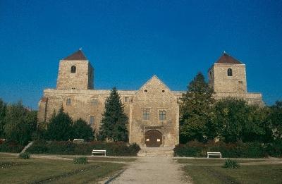 A várpalotai várkastély déli homlokzata