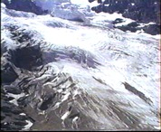 A Jungfrau-gleccser és oldalmorénája
