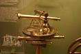 Univerzális teodolit, csillagászati helymeghatározásra szolgál (Deutsches Museum)