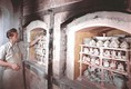 Képek a világhírű Herendi Porcelánárugyár munkájáról