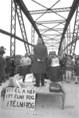 A bős-nagymarosi vízlépcsőrendszer elleni tüntetés Esztergomban