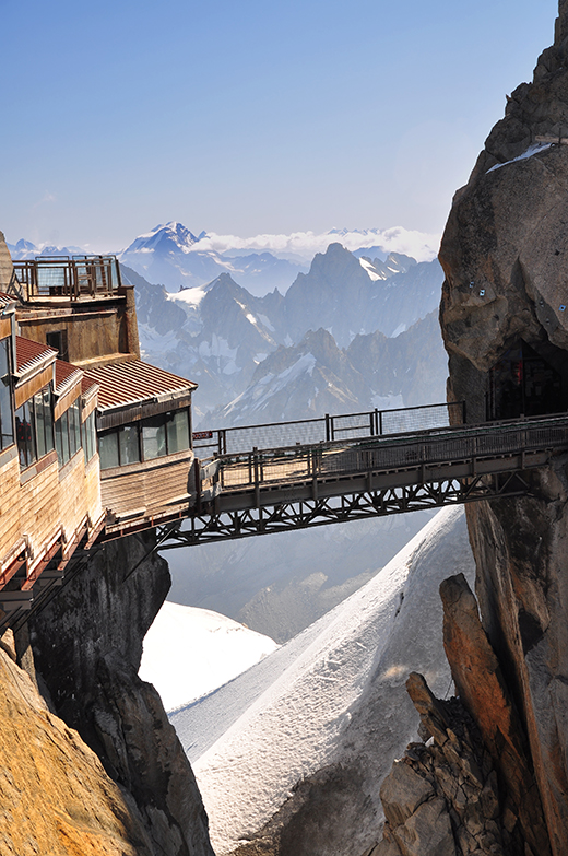 The-Aiguille-du-Midi-3842-m-vertical
