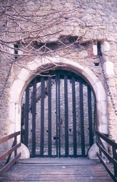 A pécsi püspökvár - a barbakán külső kapuja