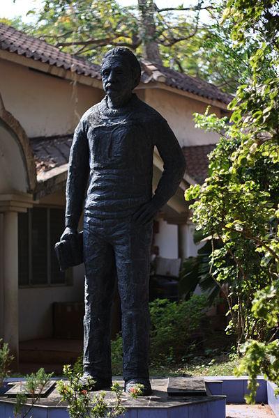 400px-Albert_einstein_statue