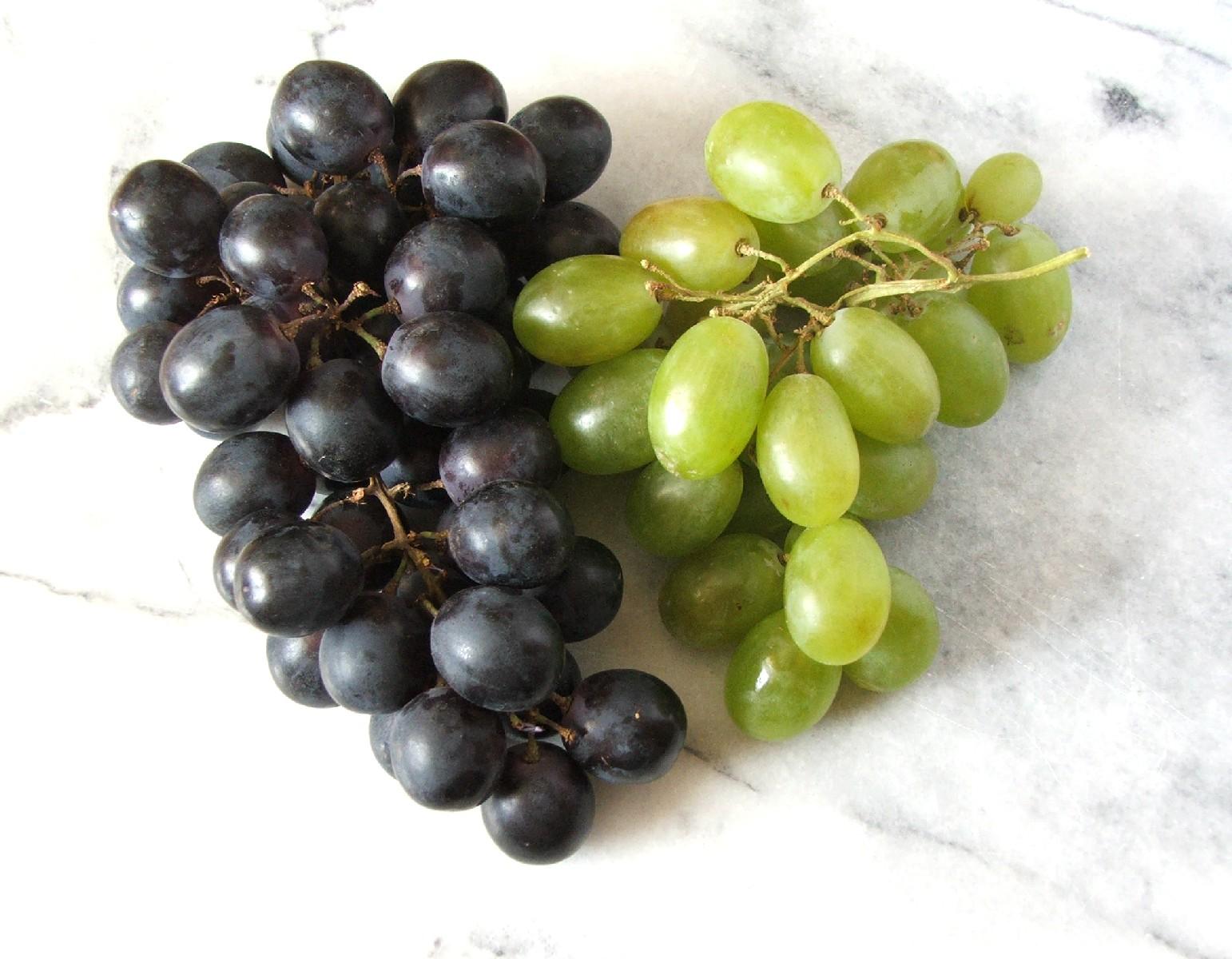 Szőlő Gyümölcsök: Nyersanyagok Feldolgozása Az élelmiszeriparban