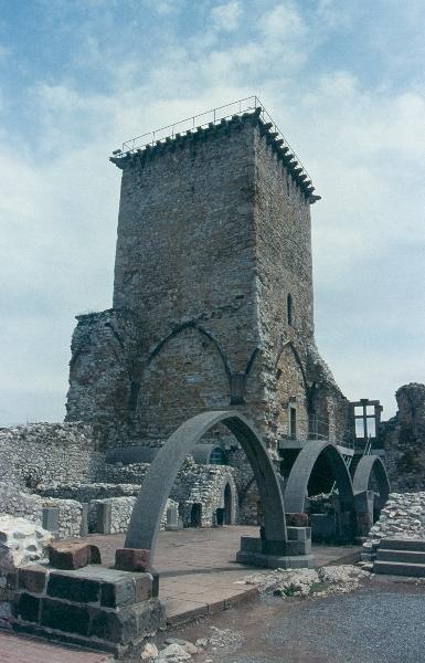 A diósgyőri vár - az északi palotaszárny árkádjai