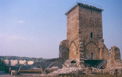 A diósgyőri vár várudvarának északi fele
