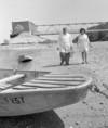A Fővárosi Vízművek munkatársai vízmintát vesznek a Dunából
