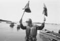 Duna '85 hadgyakorlaton a katonák a víziátkelést gyakorolják