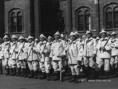 A budapesti Metró építői védő öltözékben