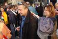 Szalai Annamária országgyűlési képviselő és Bayer Zsolt újságíró a Rádió épülete előtt
