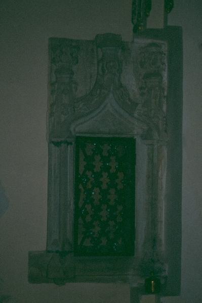A csíkszentgyörgyi plébániatemplom - késő-gótikus, faragott kő fali szentségfülke
