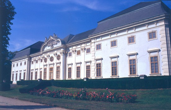 Féltorony, Harrach-kastély - homlokzat. Johann Lucas von Hildebrandt, 1711-24.