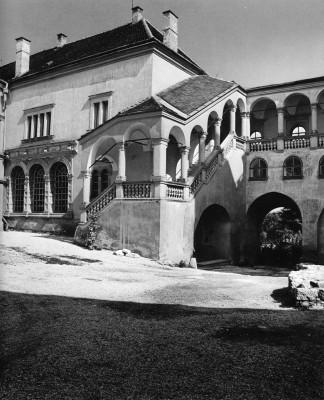 Sárospataki vár belső udvara