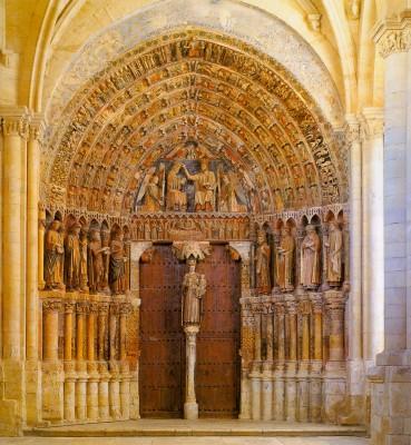 Santa María la Mayor apátsági templom kapuja