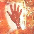 Az ausztrál vadászok a fontos emberek kézlenyomataira haláluk után gyakran nemzetségi jeleket festettek, hogy tiszteletüket kifejezzék