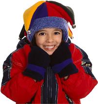 Téli öltözékben lefényképezett kislány