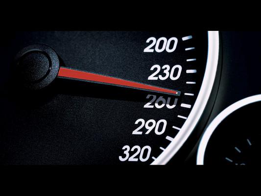 Kiakadó sebességmérő