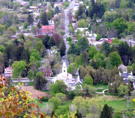 Egy falu látképe a magasból