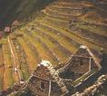 Machu Picchu inka fellegvárának mezőgazdasági teraszai mintegy 2400 méterrel a tenger szintje felett