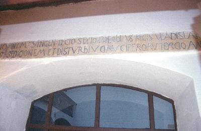 A decsi plébániatemplom - építési felirat 1510-ből a templom déli homlokzatán