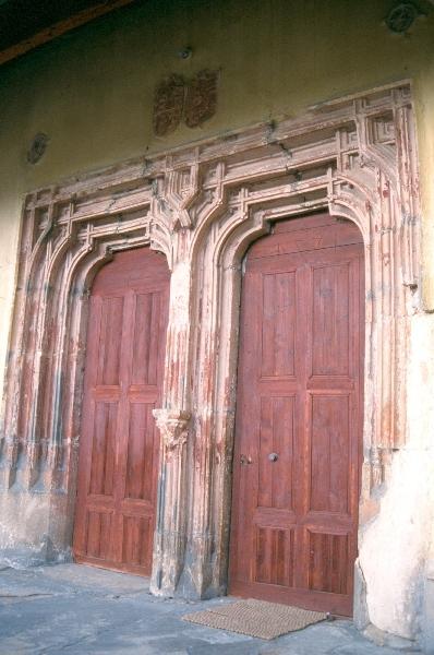 A berethalmi templomvár - kettős szemöldökgyámos déli kapuja