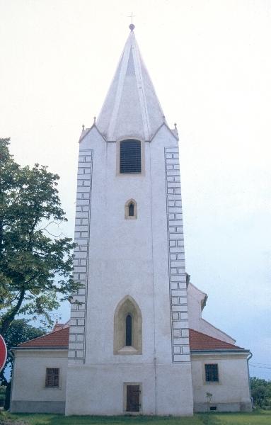 A rajkai plébániatemplom - a templomtorony nyugati homlokzata