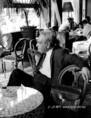 Zelk Zoltán az Astoria kávéházban