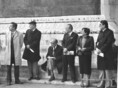 Kádár János Franciaországban tárgyal, újságírók várnak rá az Elysee palota előtt