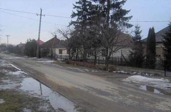 Falusi utcakép