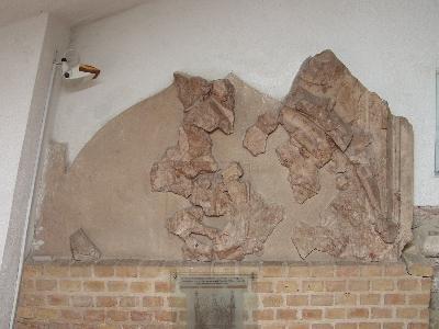 A veszprémi vár - Szent György kápolna kapuja
