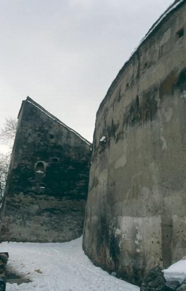 Az feketehalmi templomvár körítőfala