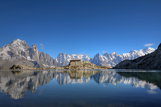 Mont-Blanc-Massif-reflecting-in-Lake-Blanc-horizontal