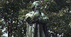 Dugonics András szobra Szegeden