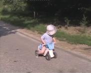 Játékmotorozó kisded