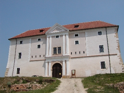 Az ozorai várkastély nyugati főhomlokzata