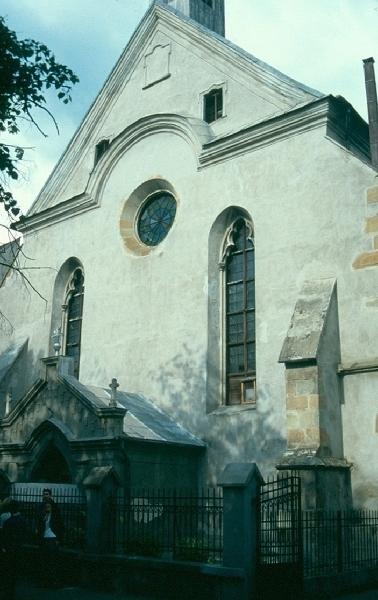A besztercei dominikánus templom nyugati homlokzata