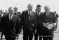 J. Pucik, G. Husak és Kádár János a repülőtéren
