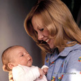 Piros Ildikó színésznő gyermekével